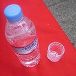 グラスと水の写真